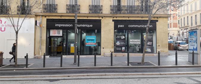 Vitrine imprimeur COPY-TOP Marseille | agence Joliette